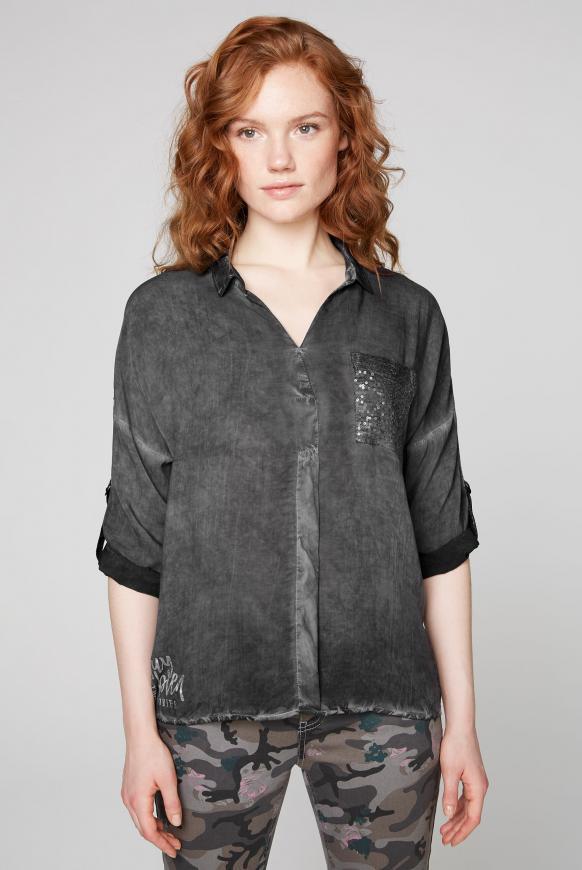 Bluse Oil Dyed mit Tapes und Paillettentasche black