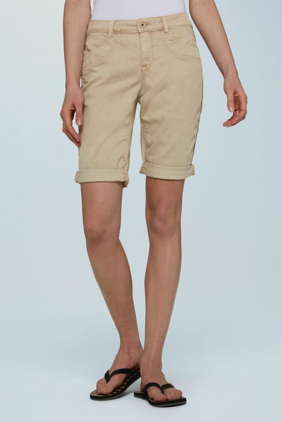 Coloured Jeansshorts DE:BY mit Streifentape beige