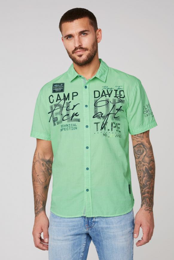 Gestreiftes Kurzarmhemd mit Label-Applikationen electric green
