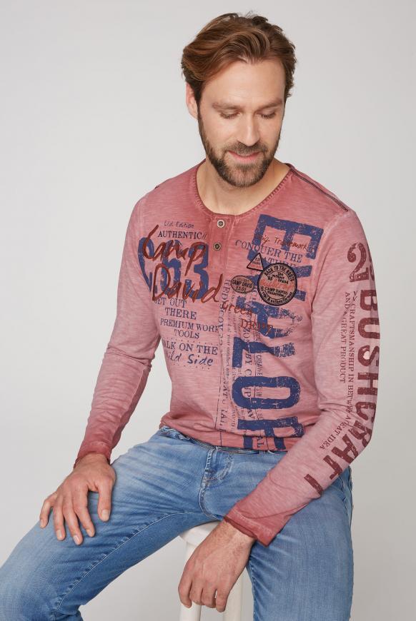 Henley-Shirt mit Artworks und Used-Färbung redwood