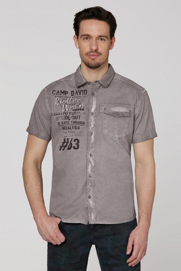 Kurzarmhemd mit Artworks und Tasche shadow