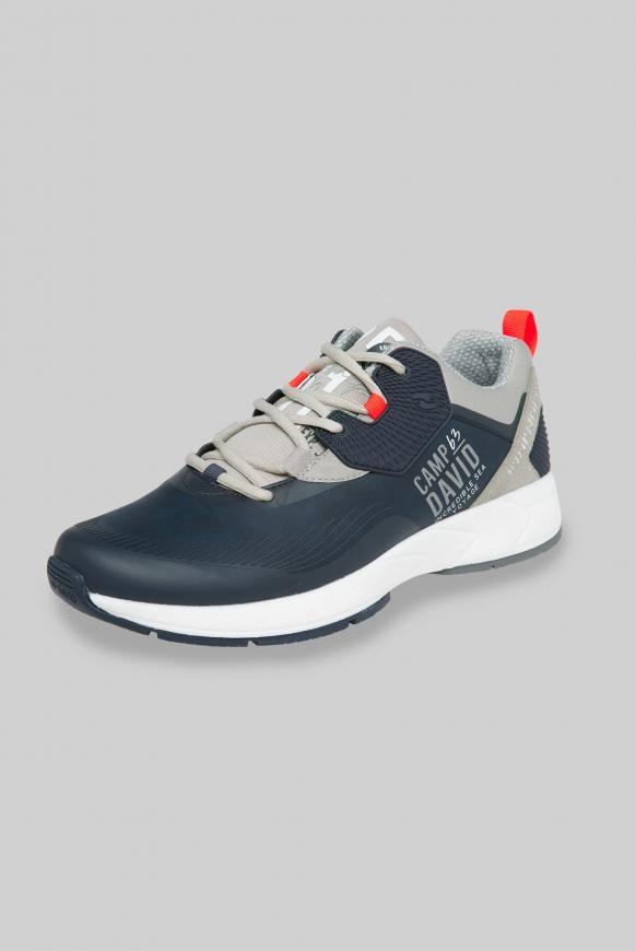 Moderner Sneaker im Materialmix deep sea