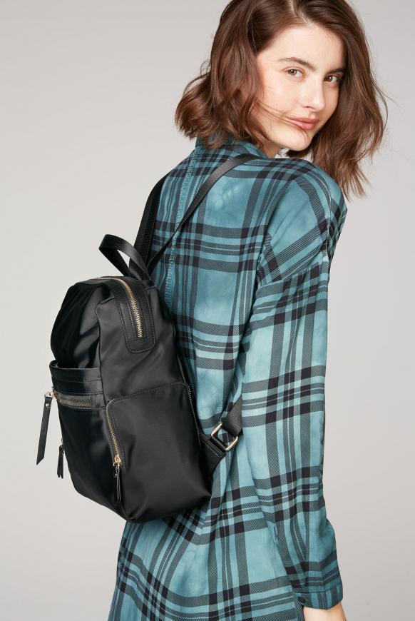 Rucksack aus Nylon mit dekorativen Zippern black
