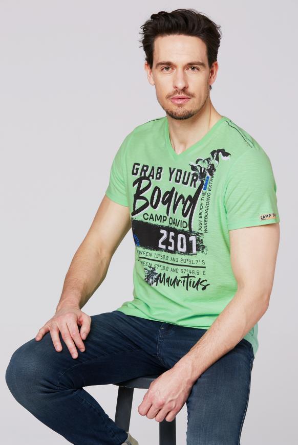 T-Shirt mit V-Neck und Artworks kiwi green